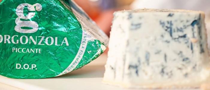 Gorgonzola, corsa a perdifiato della produzione. Neppure il caldo lo ferma