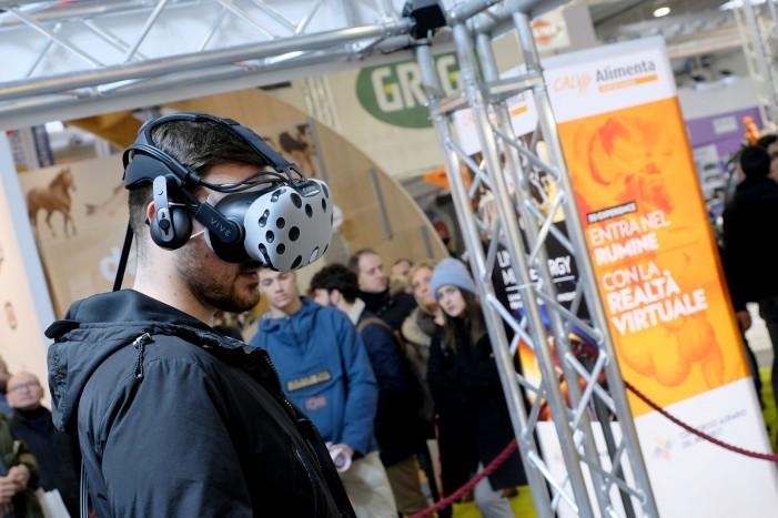 Robot mungitori, visori 3D e tecnologia avanzata: l'agricoltura del futuro è qui (photogallery)