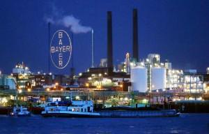 ARCHIV†- Das Werk der Bayer AG im Chemiepark in Leverkusen, fotografiert am 31.01.2013 von Kˆln-Merkenich (Nordrhein-Westfalen) aus. Am Donnerstag verˆffentlicht der Bayer-Konzern seine Quartalszahlen. Foto: Oliver Berg/dpa +++(c) dpa - Bildfunk+++
