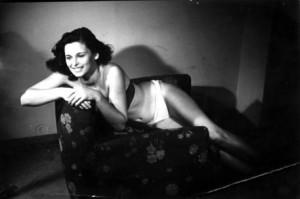 20050910 - SALSOMAGGIORE TERME (PARMA) - SPE : MISS ITALIA: DUE MOSTRE RICORDANO VILLANI E LE CORONE. IN SCENA L'IDEATORE DEL CONCORSO E LE CURIOSITA' DELLE MISS 1949: la foto inviata da Lucia Bose' per partecipare al concorso. E' una delle curiosita' della mostra ''Da Dino Villani a Miss Italia di Enzo Mirigliani'', inaugurata nel cuore di Salsomaggiore. L'esposizione e' dedicata alla singolare figura di Dino Villani, papa' e ideatore di ''Cinquemilalire per un sorriso'', il concorso fotografico antesignano di Miss Italia. ANSA / PAL