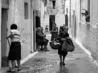 Quando le donne andavano al mercato con i cesti della frutta